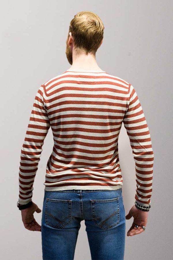 colletto camicia dentro o fuori maglione